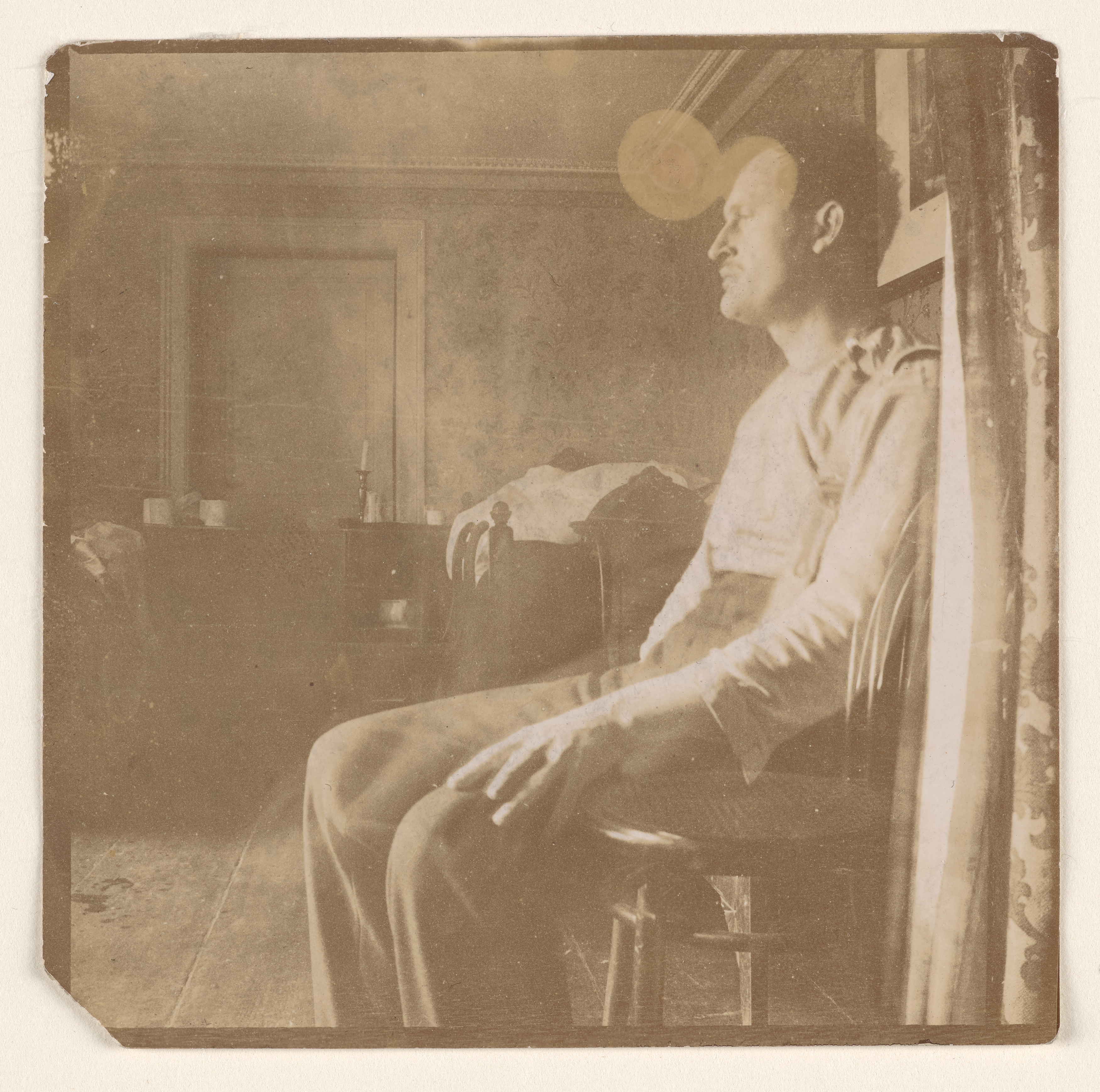 Edvard Munch in a Room I. Photograph, 1906. Photo © Munchmuseet