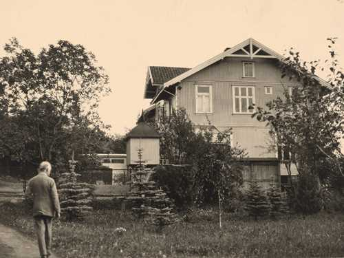 Edvard Munch i haven på Ekely. Foto: Inger Munch © Munchmuseet